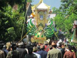 Bali-Beerdigungszeremonie2