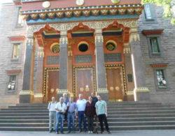 DAR-Besuch im tibetanischen Kloster und Teil unserer Reisegruppe