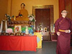 DAR-Ein tibetischer Mönch wies uns in alles ein