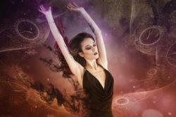 Astrologie-Tarot-Orakel-Jahesende-Frau-astral-traveler