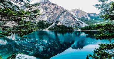Meditation lindert Stress-Meditation-Achtsamkeit- Stille-Ruhe-lake