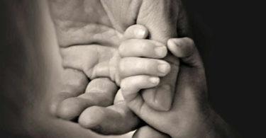 haende-kind-vater-tod-hands