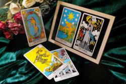 Wahrsagen mit Karten kartenlegen tarot