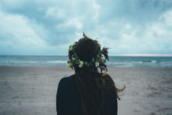 online-seminar-heilige-Taufe-am-See-Genezareth-Meditation-girl