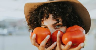 pexels-tomaten-frau-hut