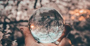 unterschied-wahrheit-ego-innere-wahrheit-yeshi-kangrang-glass-ball
