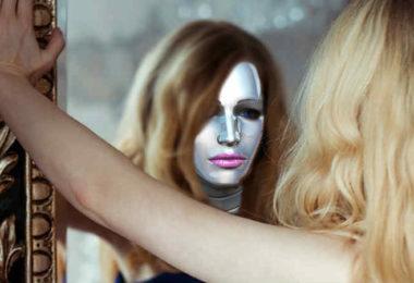 koerper-spiegelbild-schwierige-situationen-meisten-girl