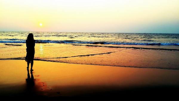 frau-meer-wolken-blick-ewigkeit-nahtoderfahrung-eins-verschieden sein-tattva-vieveka-sunset