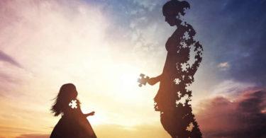 Fotolia-Kim-Fohlenstein-Mutter-Tochter-Hormone-Gefuehle-Verbundenheit