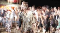 menschen-doppelt-in Resonanz gehen-Resonanz Gesetze-crowd-of-people
