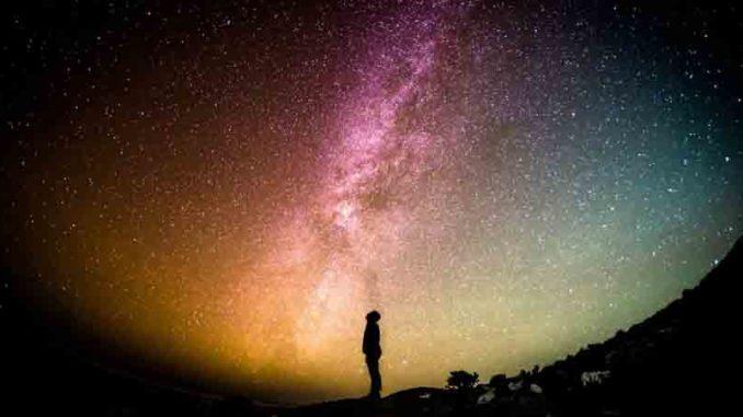 Fülle oder Mangel Sternenhimmel Mann