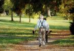 eltere-Menschen-wandern-alt-werden-sport