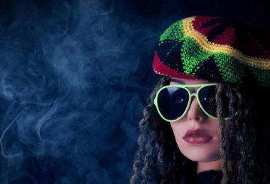 frau-muetze-rauch-qualm-gesicht-woman