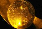 -atsrologische-Monatstrends-August2019-neues-beginnt-goldene-Kugel-ball
