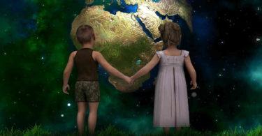 Mangel an Empathie-Spiritualitaet-kultureller-Wandel-neue-Zeit-Weltkugel-children