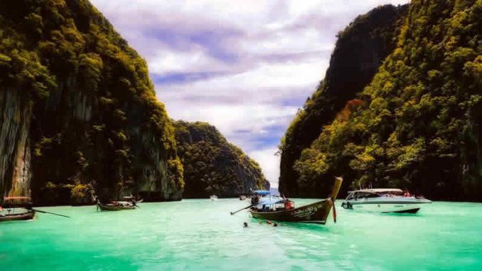 bucht-boote-berge-thailand