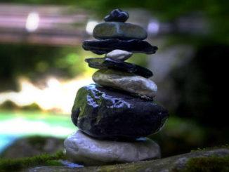 kraeuter-Yoga-Birgit-Feliz-Carrasco-Kamphausen-stones
