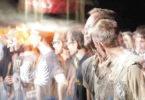 manipulierte-Gesellschaft-Achtsamkeit-Bewusstsein-crown-of-people