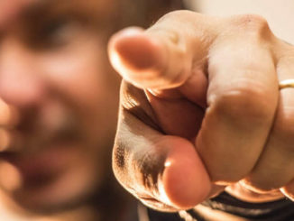 zeigen-finger-gesturing-hand