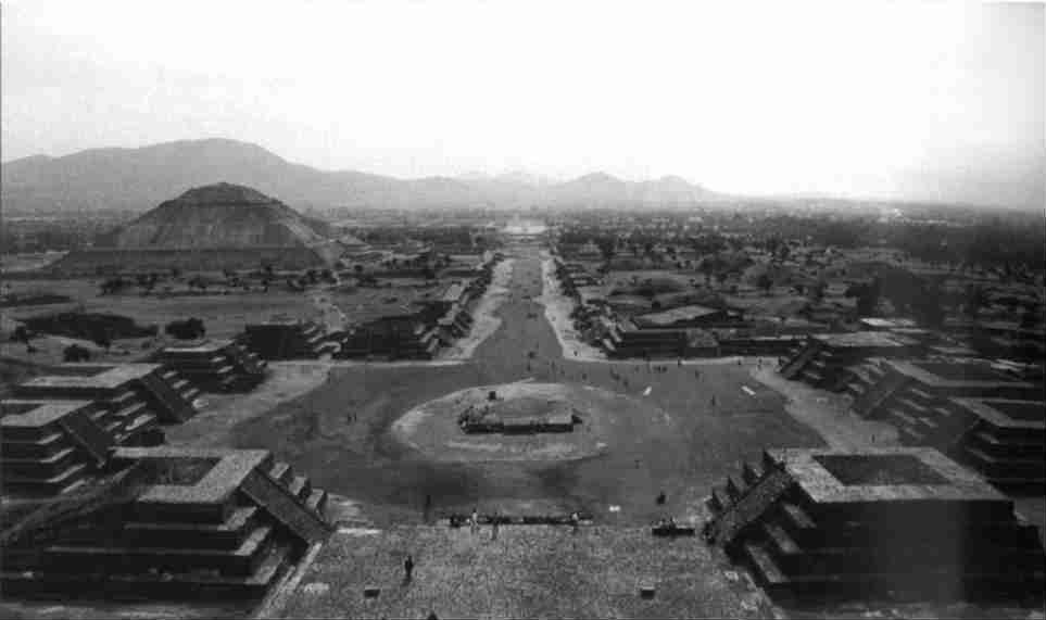 Kristallschaedel-Maya-Ruine-Mexiko-Tattva-Viveka