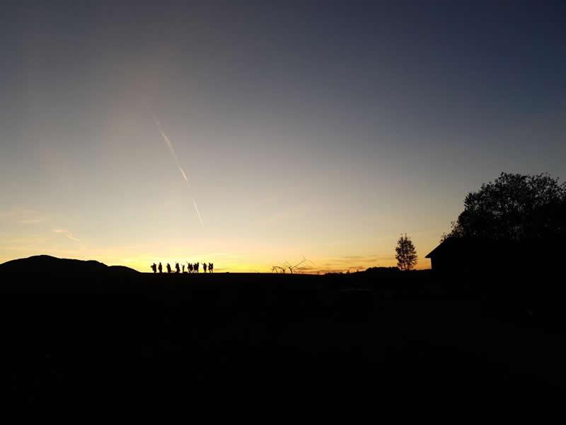 Lifepassion-Abend-gruppe-huegel-sonnenuntergang