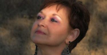 selbstbewusst-aelter-werden-pro-age-yoga-woman