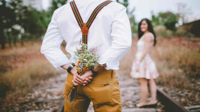 Liebe-Schwelle-Richtungswechsel-Paar-Blumen-nature