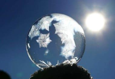 Astrologische Monatstrends Dezember 2019 -sonne-frost-kugel-soap-bubble