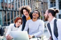 Beruf-work-life-balance-Spass-Team-smile