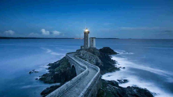 Beende was du begonnen hast-spiritueller-weg-prozess-leuchtturm-coast