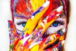 Kreativität-gesicht-farben-finger-paint