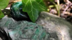 Dunkelgrüner Aventurin und Smaragd