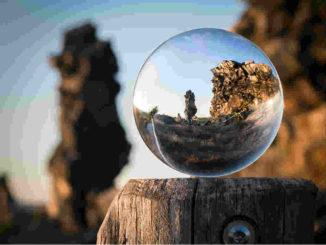 Astrologische Monatstrends März 2020-natur-fokus-glass-ball