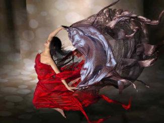 leichtigkeit-tanzende-frau-wind