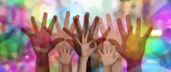 Erste Hilfe bei Corona-haende-bunt-volunteers