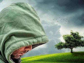 mann-kapuze-natur-wolken-doubt