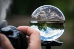 Extra Botschaft von Saint Germain-kugel-welt-verdreht-photographer
