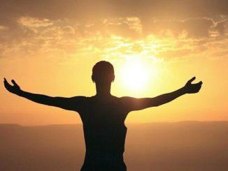 Selbsterforschung-Mensch-Meer-Sonnenaufgang-morning