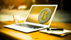 Achtsam mit Konsum und Finanzen umgehen-Laptop.Boerse-Pixabay.com-©-mohamed-Hassan-CCO-Public-Domain