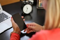 home-office-frau-phone