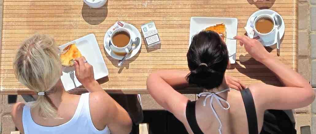 frauen-cafe-breakfast