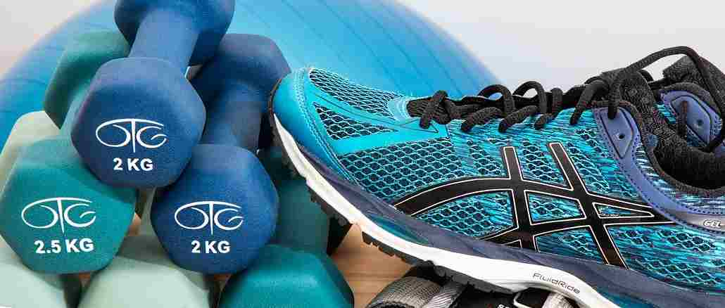sport-fitness-turnschuh-dumbbells