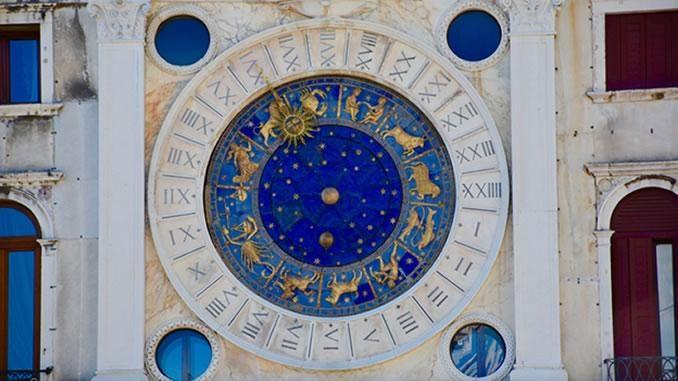 Sternzeichen-Uhr