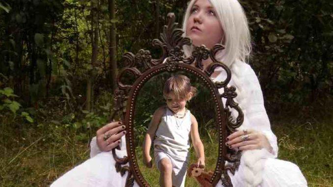 erwachsen-werden-frau-inneres-kind