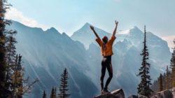 starkes Immunsystem-frau-berge-gluecklich-mountains
