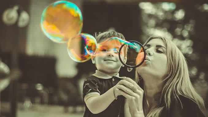 mutter-kind-seifenblasen-Hochsensible-Kinder