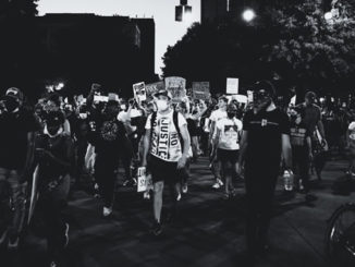 Demonstration-schwarz-weiss-foto-pexels