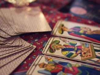esoterische Zukunftsdeutung mit einem Kartendeck