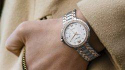 Spiritualität auf dem Weg in die Vorstandsebene hand mit Uhr