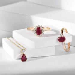 Rubin Ringe und Kette